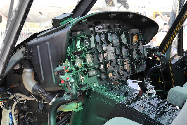 Flight instruments: Bell UH-1D