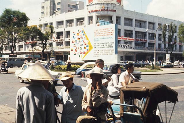 Saigon 1966 - Thương xá TAX