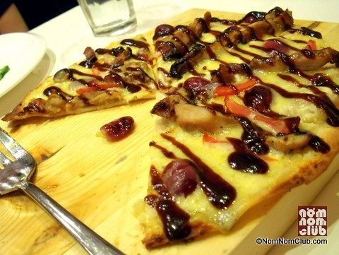 Bonfire Grilled Chicken Pizza