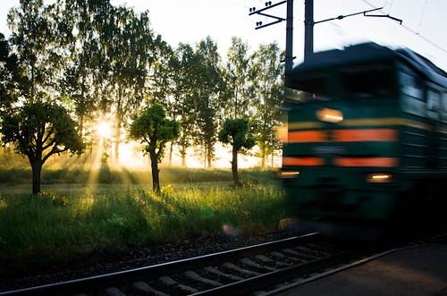 sun train sunrise pentax platform rays k5 latvijas dzelzscels
