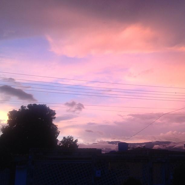 Resultado de imagen para cielo rosado en venezuela