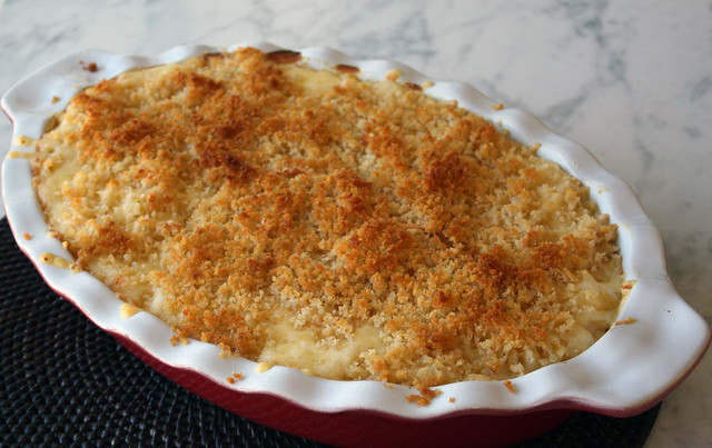 Roasted Garlic & Sriracha Mac & Cheese