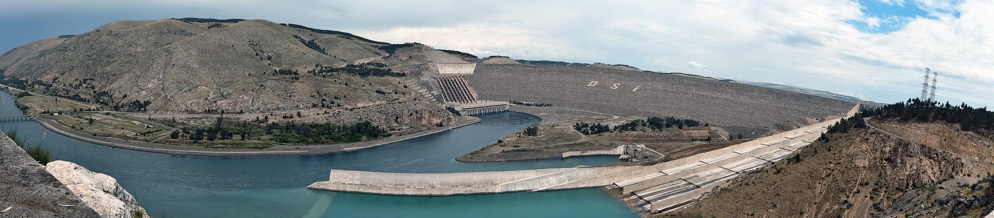 Atatürk Barajı ve Hidroelektrik Santrali, Fırat Nehri