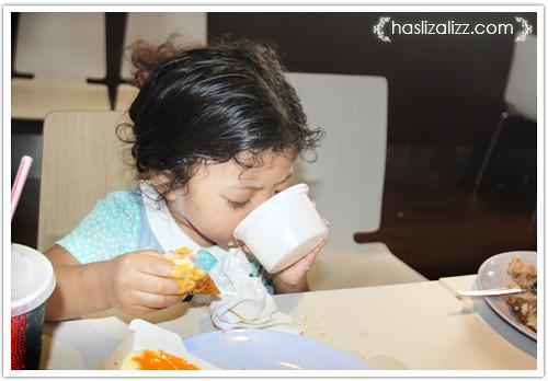 9233396387 a96822bba1 Makan KFC dengan sara & Uwais
