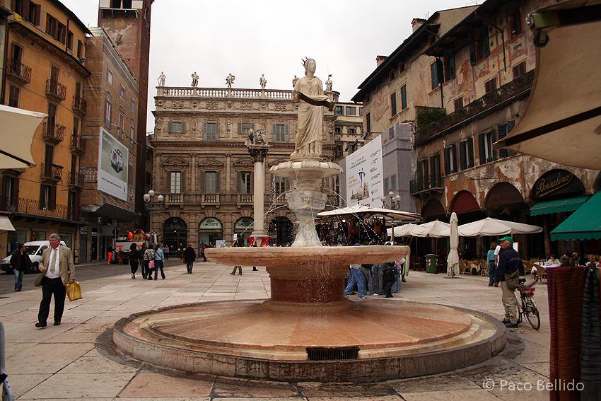 Piazza delle Erbe. © Paco Bellido, 2006