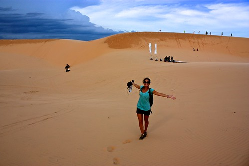 Lina presents the white sand dunes of Mui Ne