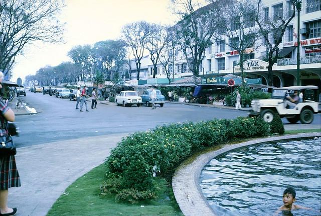 1967 - Street scene in Saigon - Nguyen Hue Boulevard