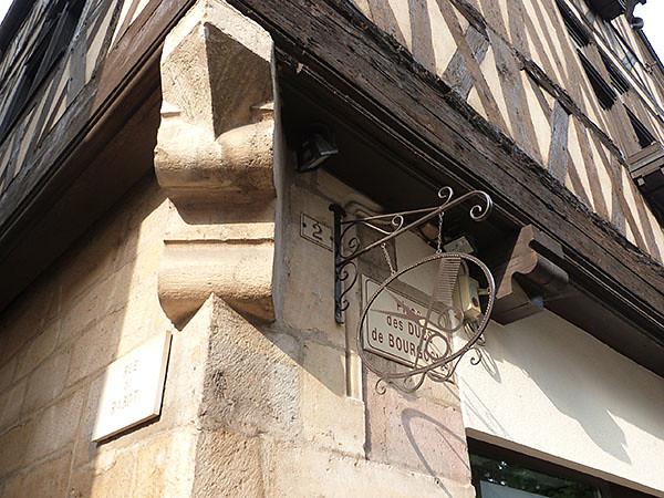 rue des ducs de bourgogne