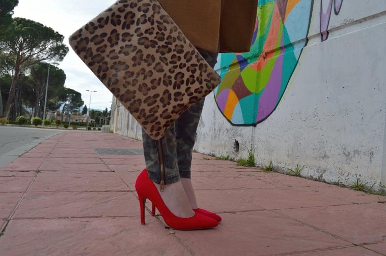lara-vazquez-madlula-style-red-heels-leopard-bag-details
