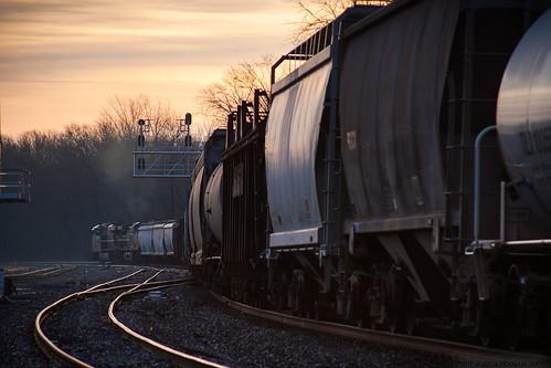 railroad morning train sunrise traintracks maryland brunswick locomotive railroadtracks csx freighttrain brunswickmaryland