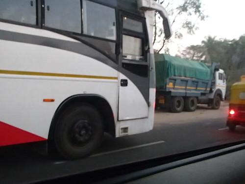 印度 上下班車 - naniyuutorimannen - 您说什么!