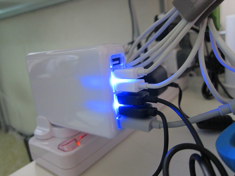 6-Port USB Charger - Charging