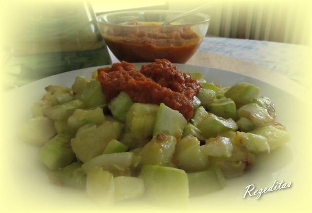 salsa de bravas con calabacín o berenjena