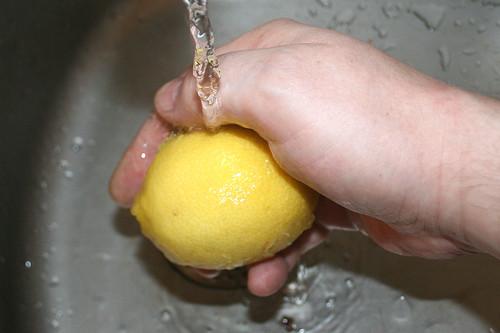 27 - Zitrone waschen / Wash lemon