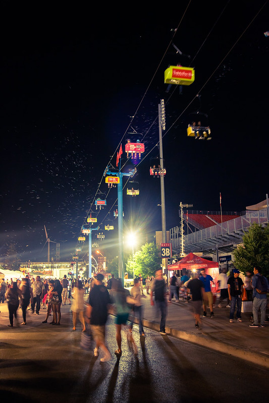 Warm CNE nights [EOS 5DMK2 | EF 24-105L@35mm | 1/5s | f/5.0 | ISO800]