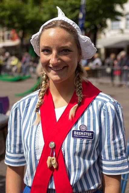 Alkmaar cheese sales girl