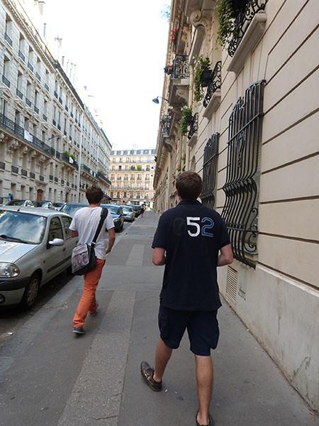 paul et clem dans les rues de paris