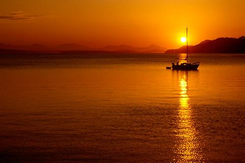 sunset seascape canada 35mm sailing bc yacht britishcolumbia slide slidefilm transparency boating straitofgeorgia nikonf70 kodakektachromee100