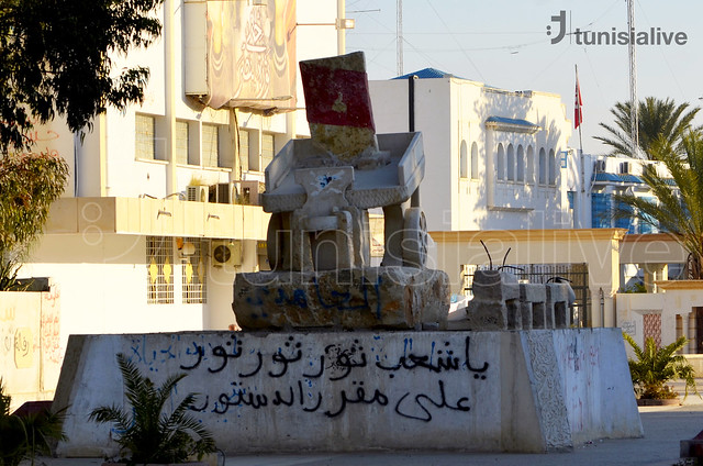 Monument in the center of Sidi Bouzid. Photo credit: Mohamed M'dalla, Tunisia Live.