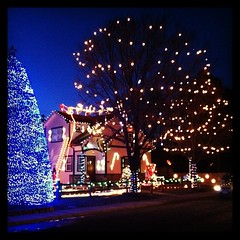 Holiday lights at a home near my 'hood. This I missed while in France. 'Mericans do Xmas lights well!