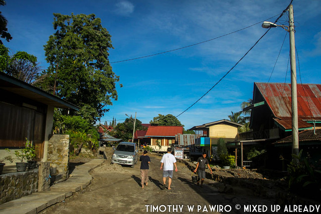 Indonesia - North Sumatra - Samosir - Lake Toba - Lekjon - The street behind the cottage