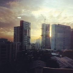 Sunset view from my office window. #sunset #atwork #mandaluyong  #ilovemys4