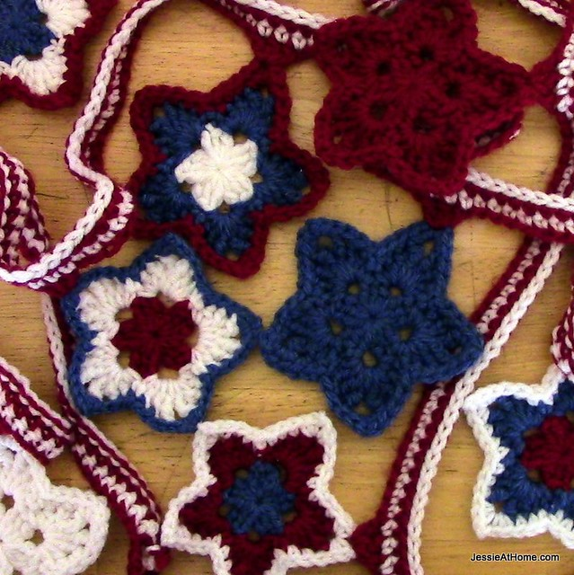 Free-Crochet-Stars-and-Stripes-Bunting