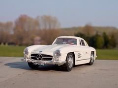weißer Mercedes 300 SL von 1954