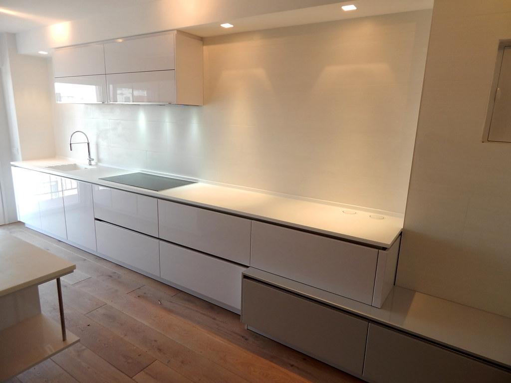 Encimera para cocina blanca brillo amazing para esta - Cocinas blancas brillo ...