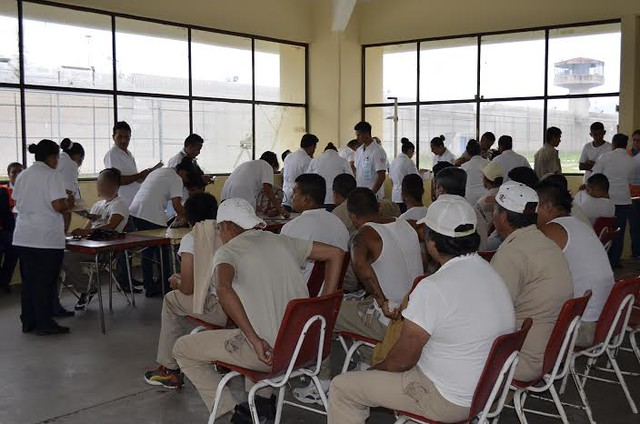 Realizan brigadas de la salud para internos del penal de La Pila