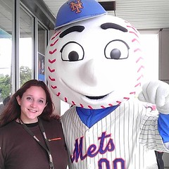 I love when my friends come visit me at work!  #MrMet #letsgomets