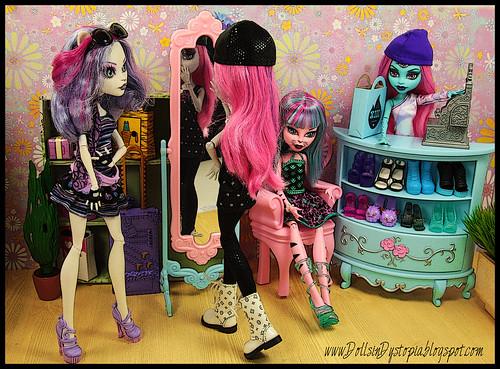 Scaragamos by DollsinDystopia