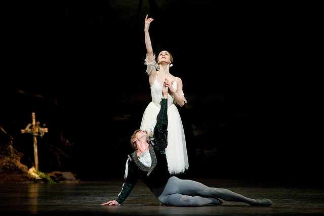 Marianela Nuñez as Giselle and Rupert Pennefather as Albrecht in Giselle © ROH / Tristram Kenton 2011