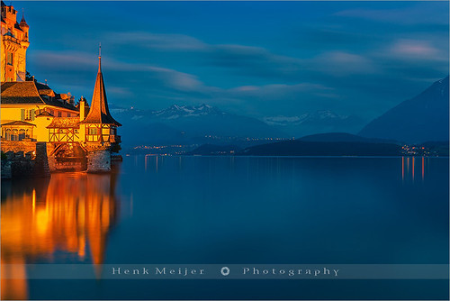 longexposure blue sunset mountain lake holiday snow mountains alps tower castle water horizontal clouds canon landscape lights switzerland evening landscapes town moving mood dusk swiss smooth atmosphere peak romance le romantic thun bern bluehour peaks berner canton bernese thunersee berneseoberland oberland aftersunset oberhofen lakethun kantonbern floydian holidaydestination canoneos1dsmarkiii henkmeijer