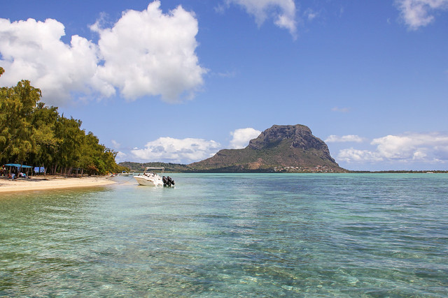 Mauritius - from the water at the beach of Bénitiers island 2
