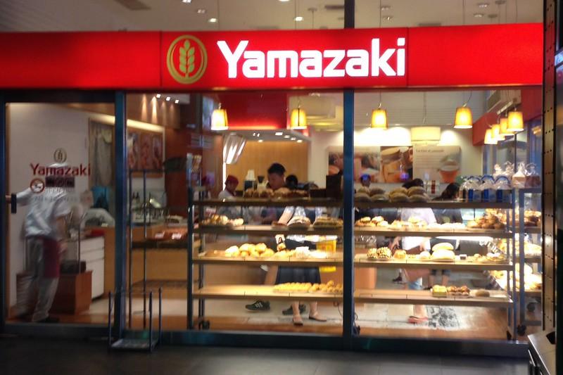 基隆駅のヤマザキパン by haruhiko_iyota