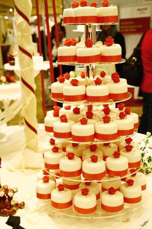 mini cakes red