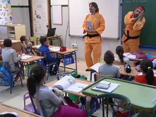 Entrega de las guías didácticas en los colegios