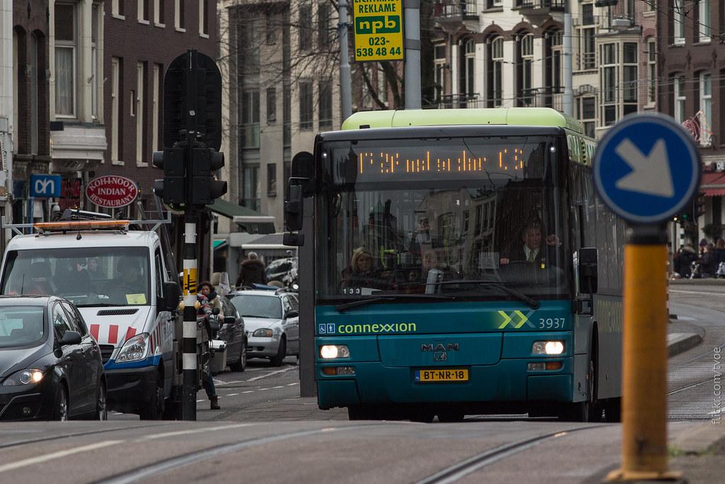 Автобус на улице Амстердама