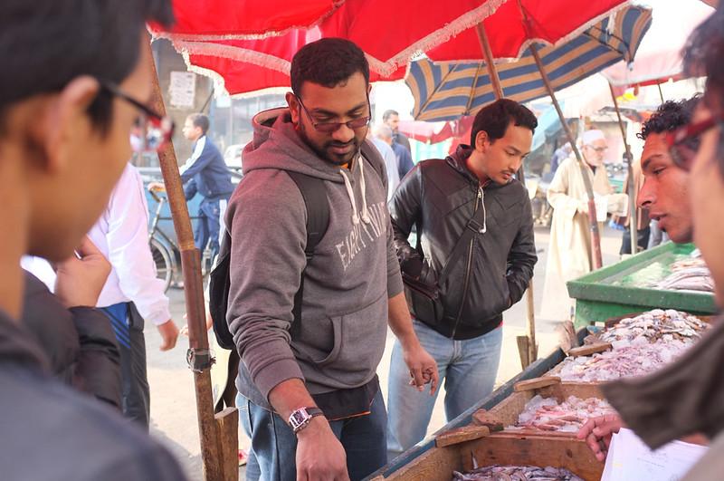 Ras El Bar market pilih ikan