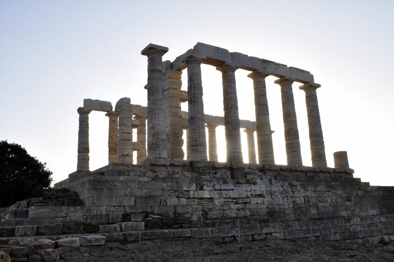 Vista del Templo Sounion cuando el sol empieza a caer en el sunset Cabo Sounion - 12173829903 43845b7cea c - Cabo Sounion y el Templo de Poseidón