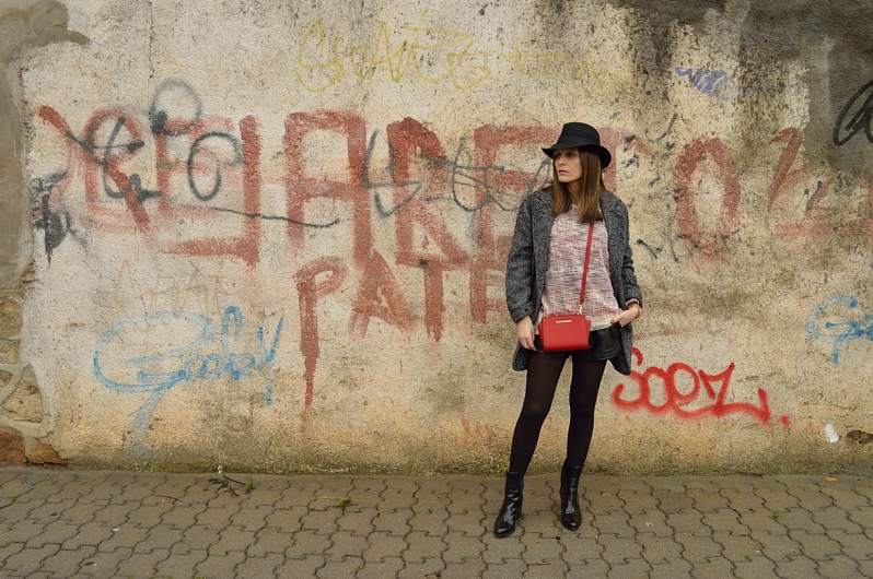 lara-vazquez-madlula-blog-pop-of-red-bag-style-chic