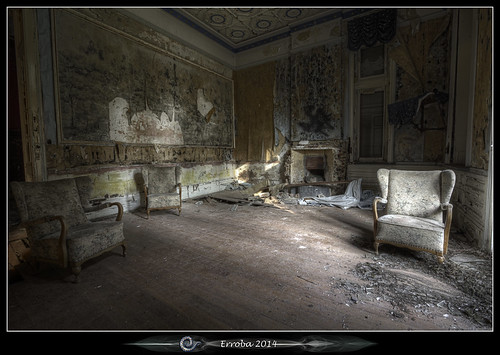 The Cosy Living Room :: Urbex