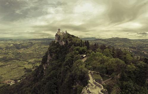 sky panorama sun landscape spring nikon italia sanmarino nuvole dream natura emilia nikkor sole bianco nero viaggio vacanza romagna d7000