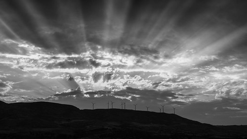 italy italia sicily sicilia agrigento siculiana siculianamarina bw noiretblanc monochrome blackandwhite landscape paesaggio paysage paisaje sun rays sunrise ciel sky clouds cloudy nuages hill eoliennes windturbines extérieur light outdoor colline spring panasonic g5 美丽 艺术 摄影 意大利 旅游 景观 天空