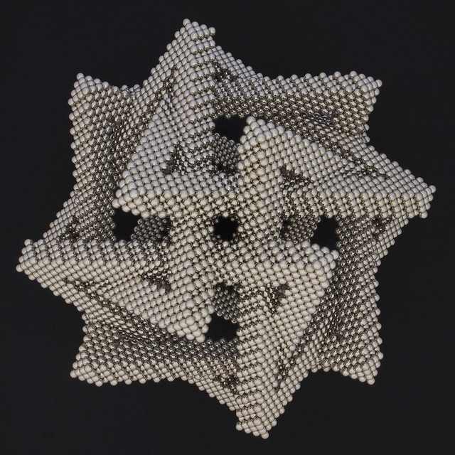 Regular Polylink of Eight Triangles