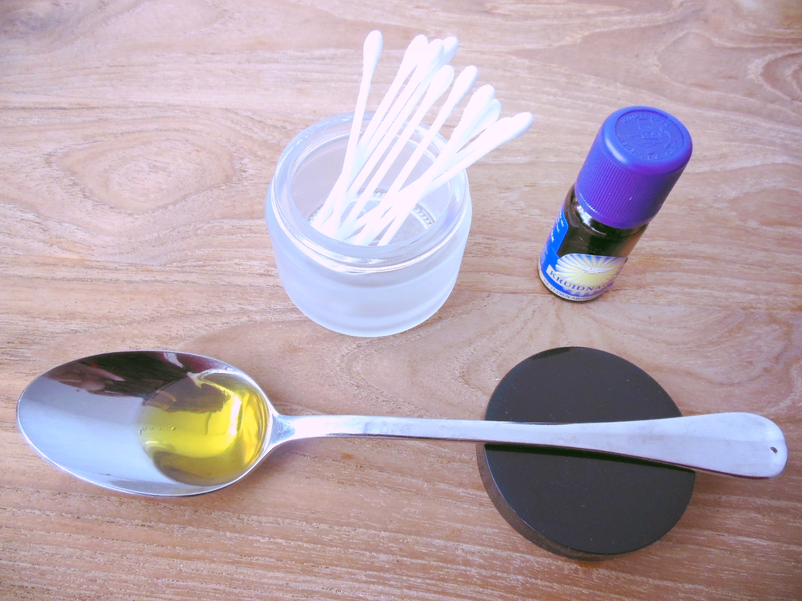 How to dilute clove oil with olive oil and use it to temporary relieve a toothache