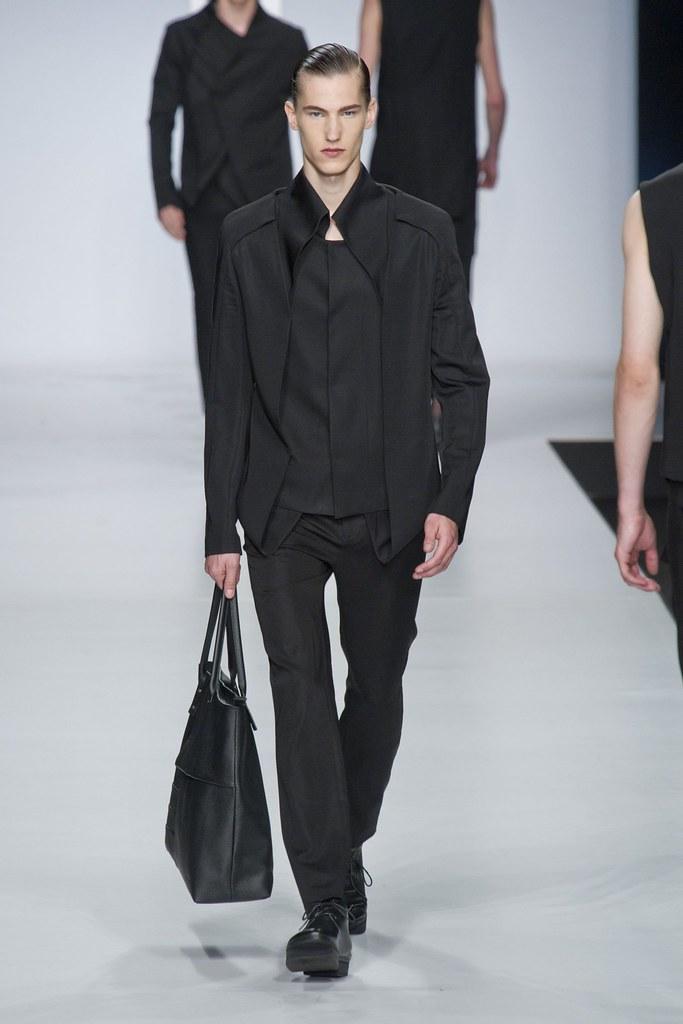 SS14 Milan Ji Wenbo019_Kristoffer Hasslevall(fashionising.com)