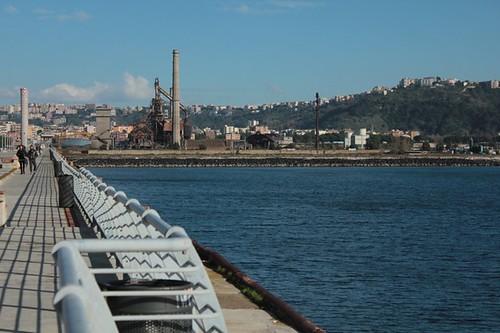 L'area industriale vista dal pontile