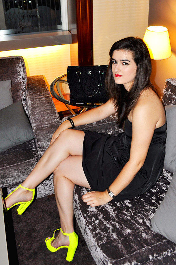 YOUNIQUE launch party Valencia VLC Astoria Palace Hotel collaboration, blogger spain neon high heels LBD benetton, somethingfashion influencer Amanda Ramón
